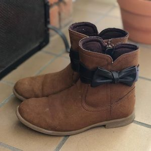Super cute girl's UGG boots sz 1